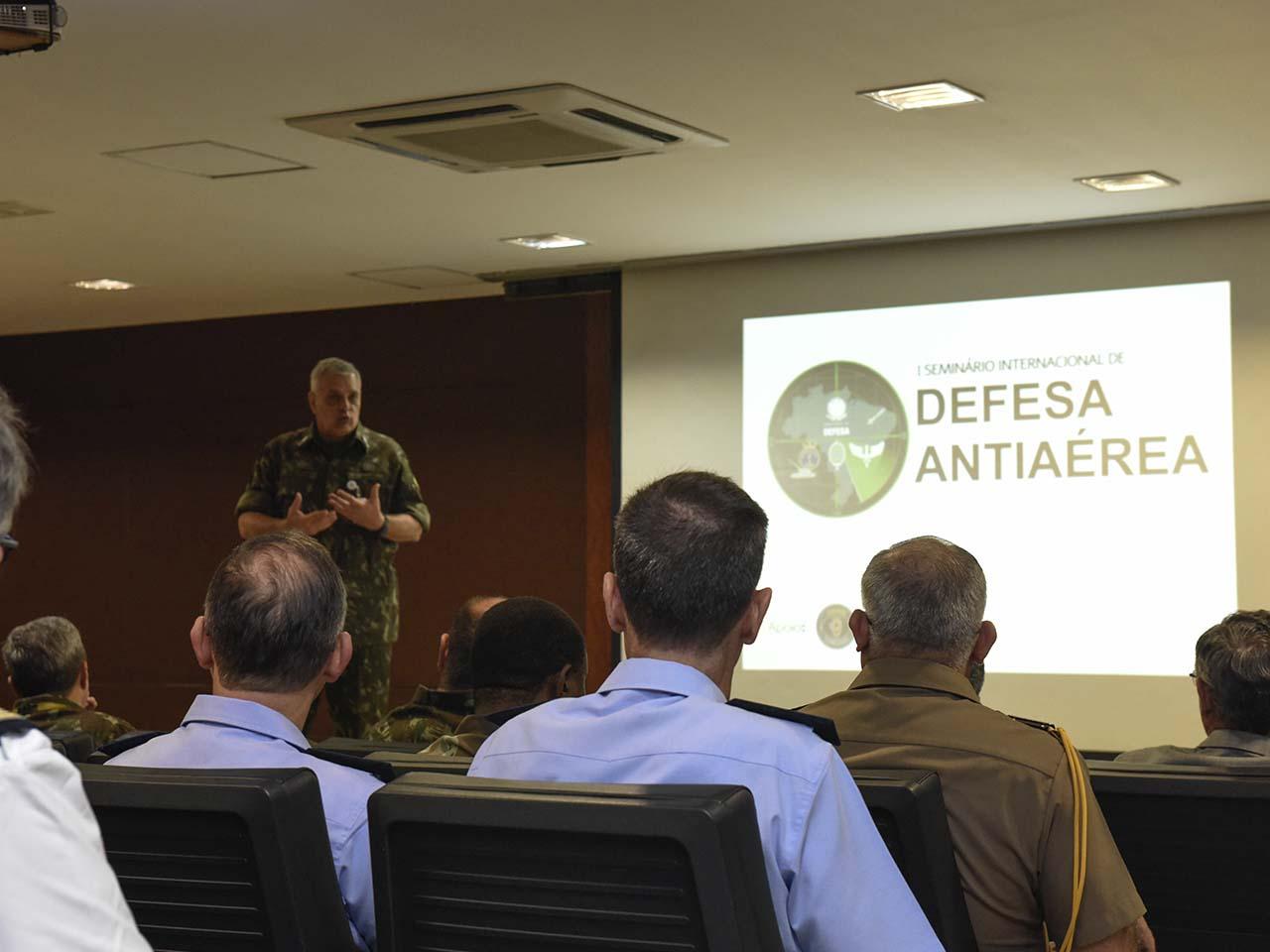 Seminário Internacional de Defesa Antiaérea gera integração de especialistas e expõe tendências do mercado