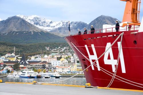 """Navio Polar """"Almirante Maximiano"""" recebe visita do Embaixador do Brasil na Argentina"""