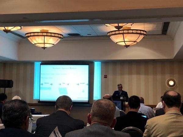 Oficial da FAB apresenta trabalho sobre radar militar em seminário nos EUA