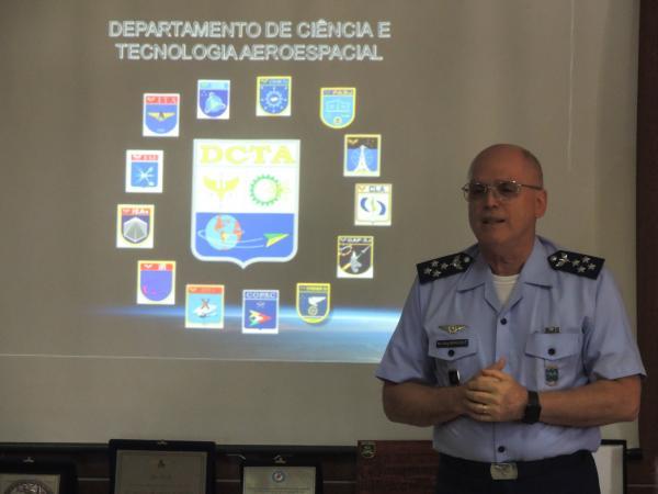 Comandante da Aeronáutica apresenta Centro de Lançamento de Alcântara a parlamentares