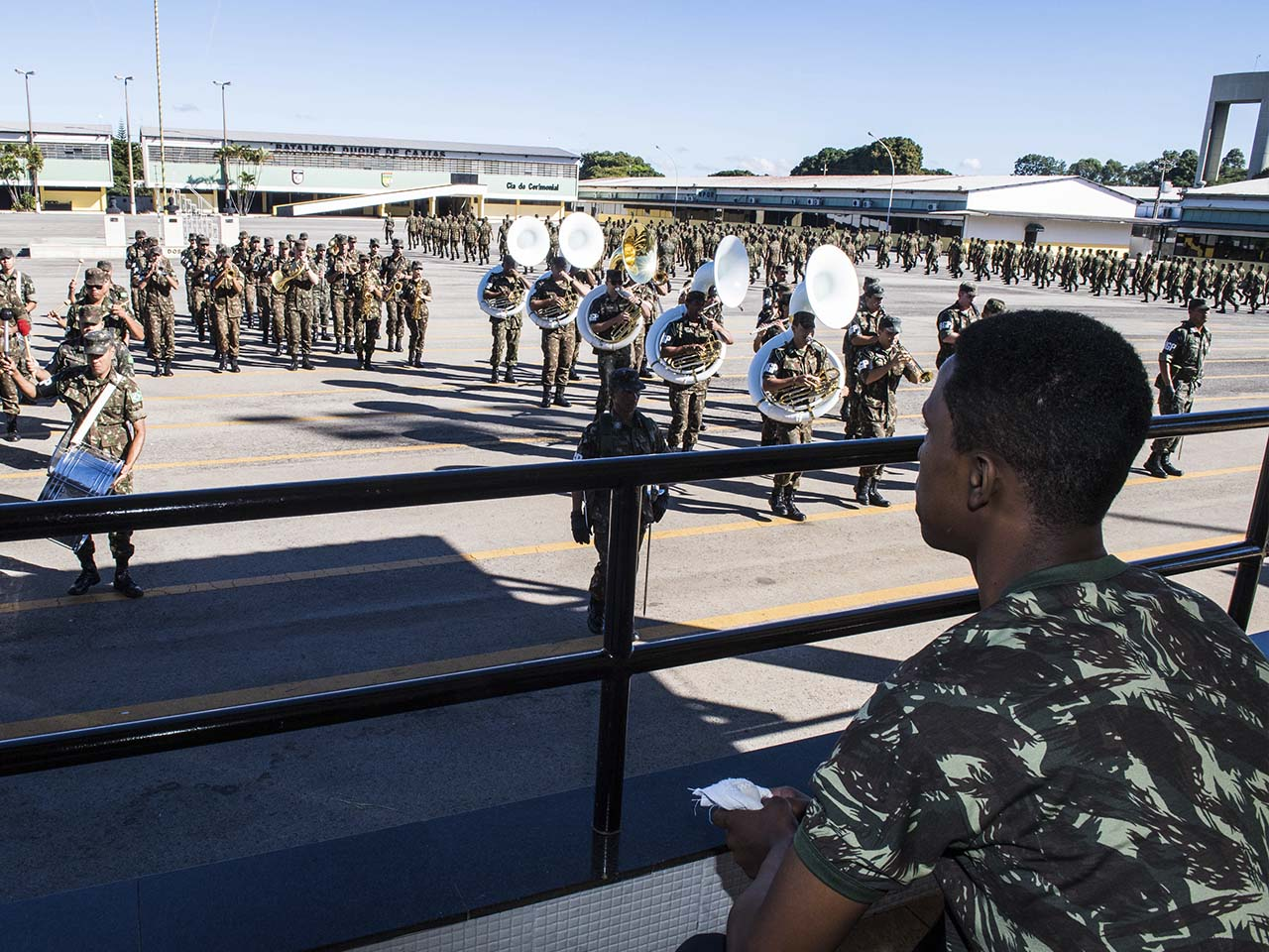 Batalhão da Guarda Presidencial, em formatura, homenageia jovem com deficiência