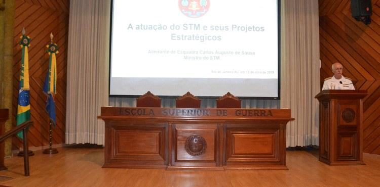 Ministro Carlos Augusto de Sousa, do STM, palestra para estagiários do CSD