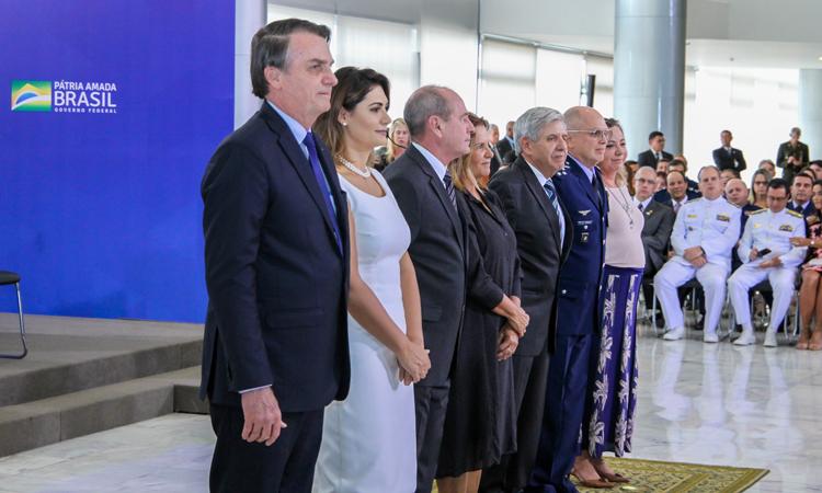 Em cerimônia de cumprimentos a Oficiais Generais, Presidente Bolsonaro condecora militar da Marinha e Ministros do STM