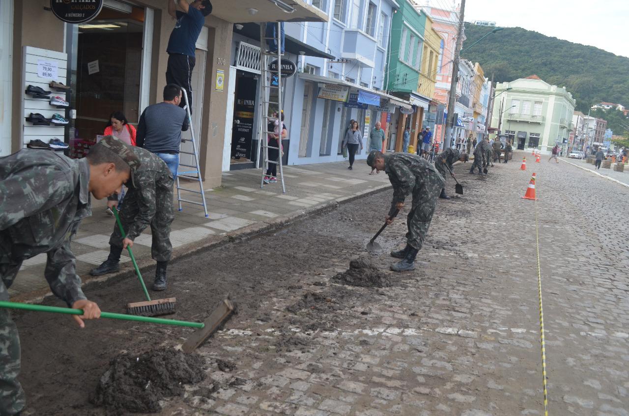 Exército Brasileiro apoia cidade do sul catarinense afetada pelas fortes chuvas da última semana