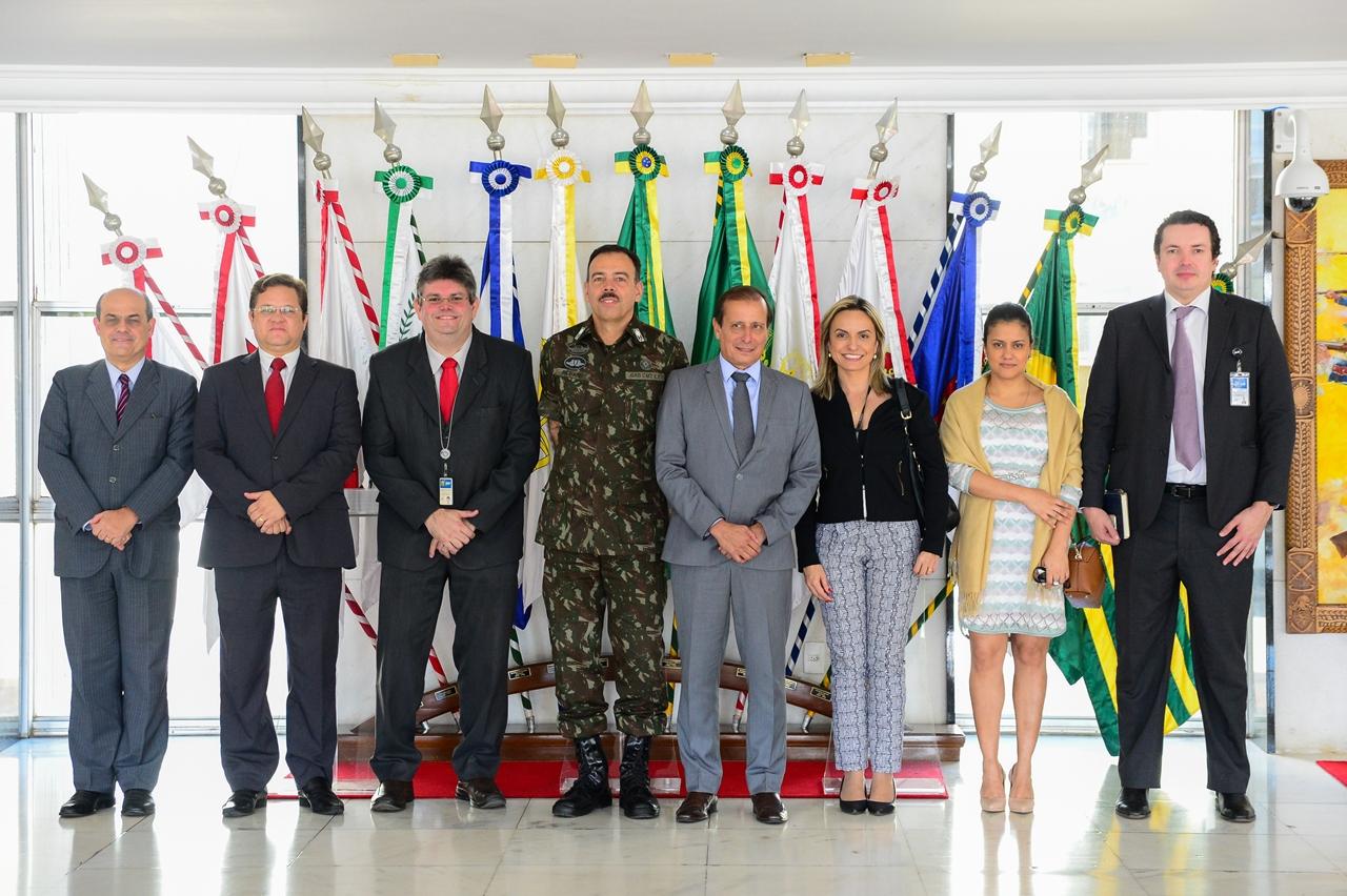 Comitiva do Supremo Tribunal Federal conhece as atividades do Centro de Comunicação Social do Exército