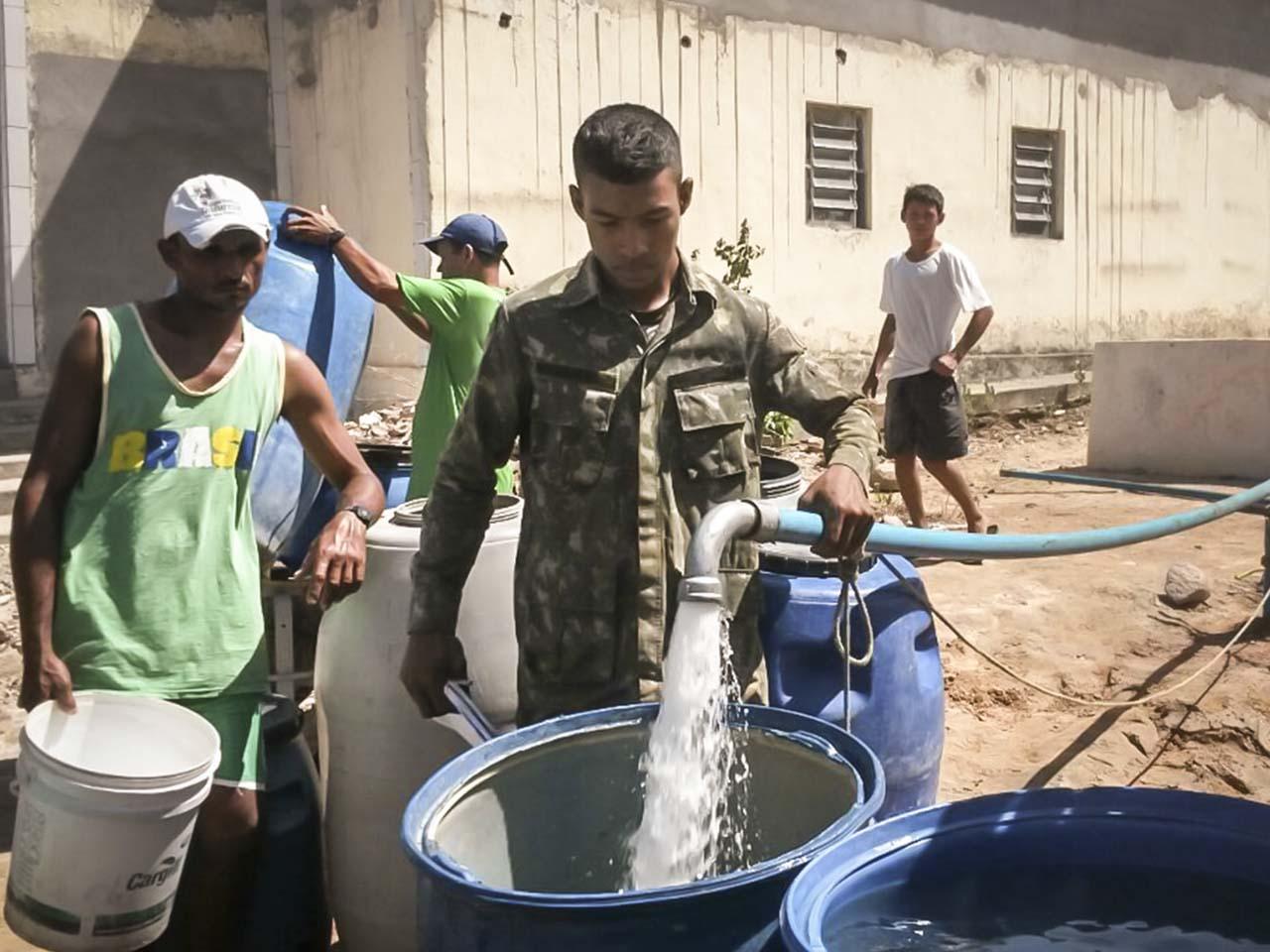 Poços artesianos perfurados pela Engenharia do Exército proveem água à população do semiárido nordestino