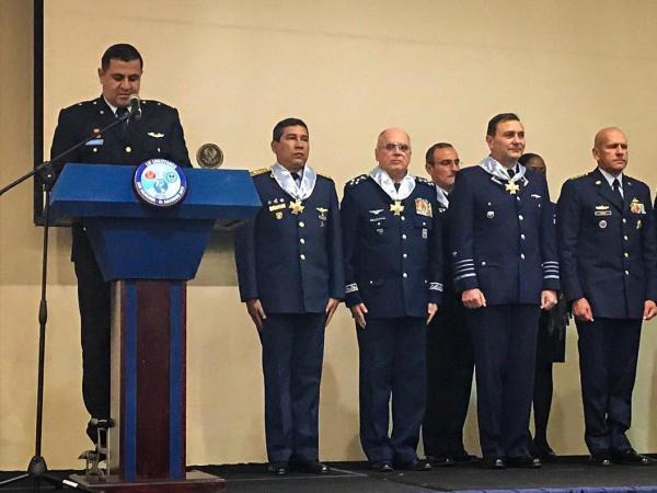 Comandante da Aeronáutica é agraciado na 59ª CONJEFAMER