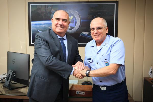 Comandante da Aeronáutica recebe Embaixador do Peru em Brasília (DF)