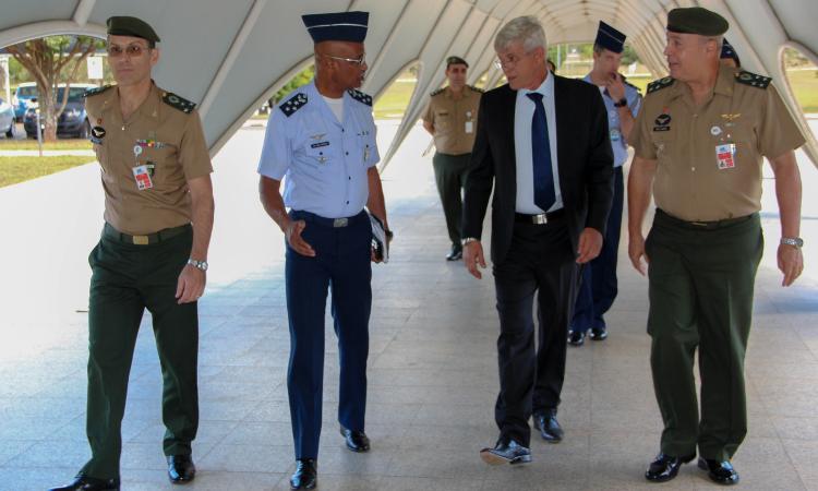 Estado-Maior Conjunto das Forças Armadas conhece capacidades do Censipam