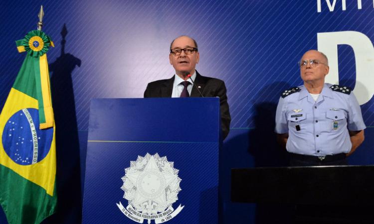 Ministro da Defesa e porta-voz da Aeronáutica fazem pronunciamento à imprensa