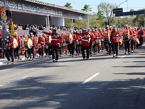 Banda Marcial do Corpo de Fuzileiros Navais é destaque no desfile comemorativo da Revolução Constitucionalista de 1932
