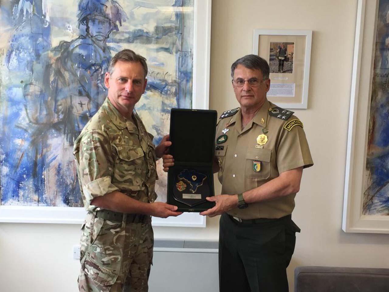 Comandante do Exército Brasileiro é recebido no Quartel-General do Exército Britânico