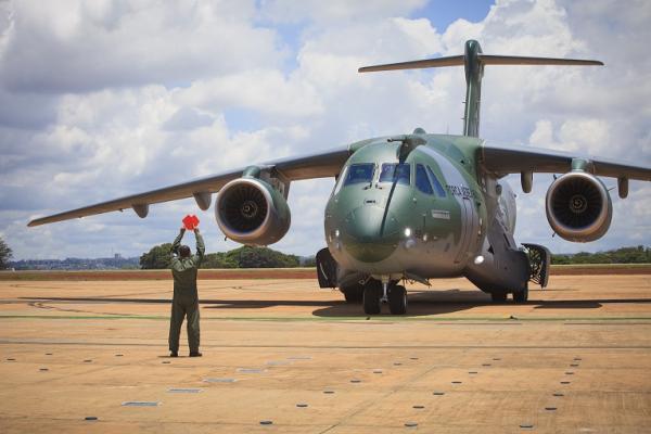 Equipes se preparam para a chegada da nova aeronave multimissão da FAB: o KC-390