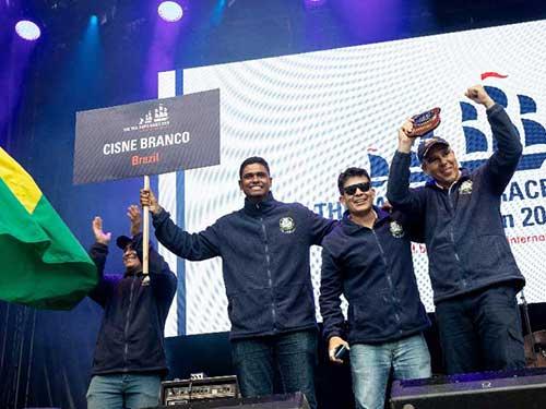 Navio Veleiro Cisne Branco recebe prêmio ecológico