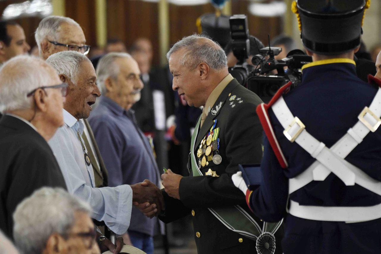 Celebração do Dia do Soldado marcada pela entrega de medalhas militares no Palácio Duque de Caxias