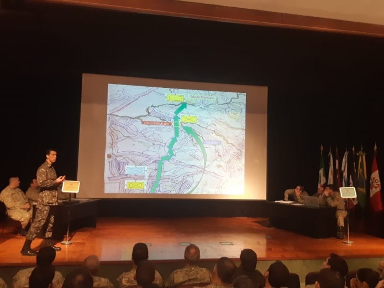 Instrutores dos Exércitos Brasileiro e Argentino realizam Jogos de Guerra para alunos da ECEME do Uruguai
