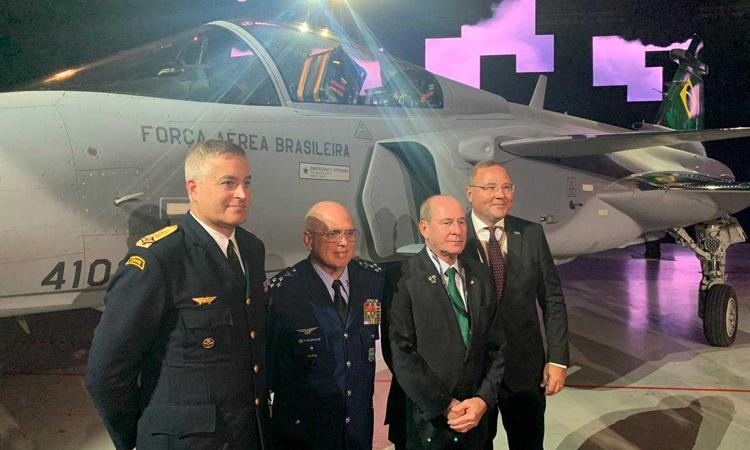 Brasil recebe aeronave Gripen F-39 na Suécia