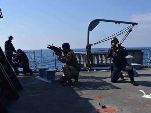 Fragata União realiza treinamento com a Marinha da Grécia
