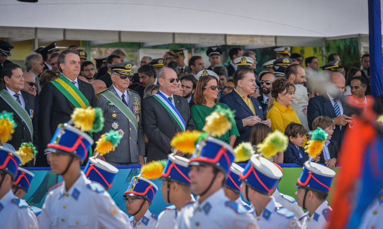 Milhares de pessoas prestigiam o desfile de 7 Setembro na capital do país