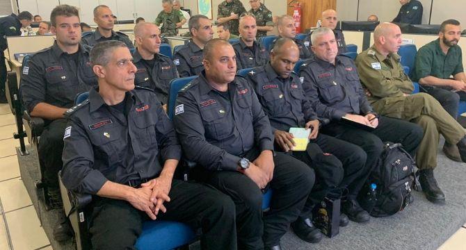 Ministério da Defesa recebe bombeiros israelenses que atuarão na Operação Verde Brasil