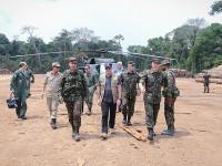 Ministro da Defesa confere