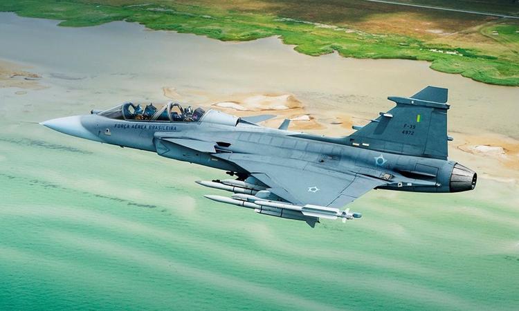 Primeiro avião de caça Gripen entregue hoje marca mês de setembro por grandes avanços na Defesa