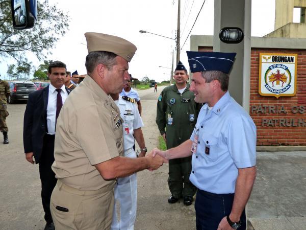 Ala 12 recebe visita da Escola Superior de Guerra da Colômbia