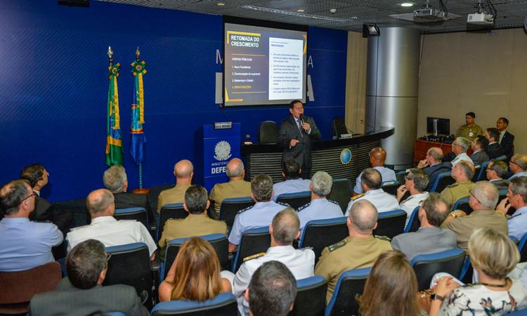 Vice-Presidente Mourão ministra palestra para alunos da ESG e autoridades do Ministério da Defesa