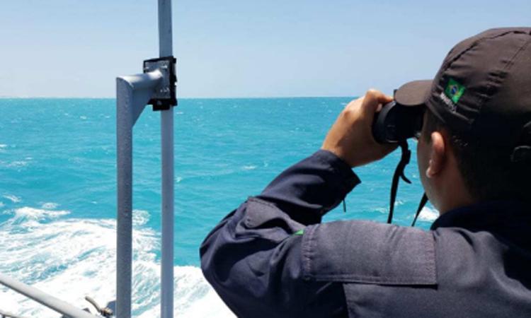 Navios, aeronaves e mais de 1.500 militares atuam, juntamente com a população, no monitoramento e limpeza do litoral do Nordeste