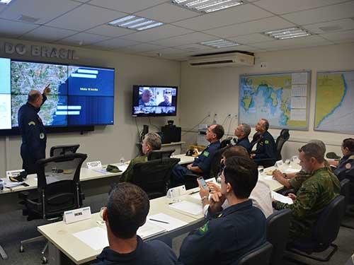 """Comandante da Marinha e comitiva visitam o Comando do 2º Distrito Naval para acompanhar ações relacionadas à Operação """"Amazônia Azul – Mar limpo é vida"""""""