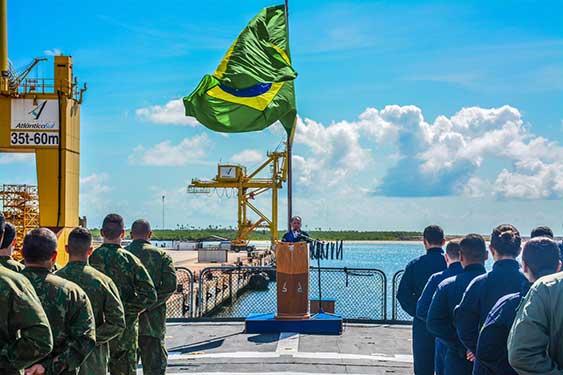 """Comandante da Marinha visita Pernambuco e reúne militares envolvidos na Operação """"Amazônia Azul – Mar limpo é vida"""""""