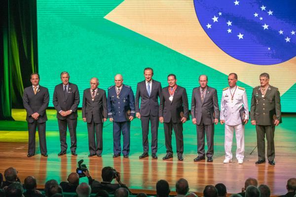 Comandante da Aeronáutica participa de homenagem às Forças Armadas