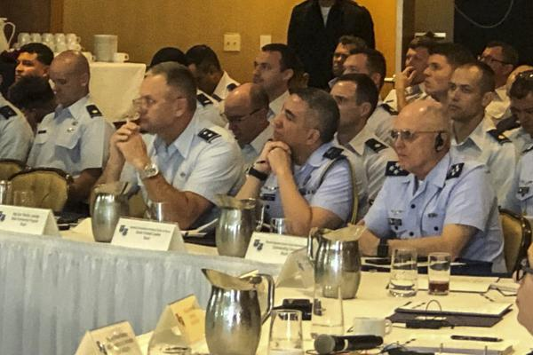 Comandante da Aeronáutica participa da Conferência de Comandantes e dos Graduados-Master