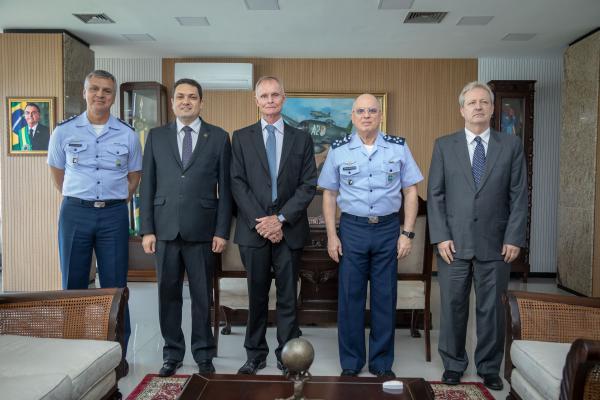 Comandante da Aeronáutica recebe candidatos a Reitor do ITA