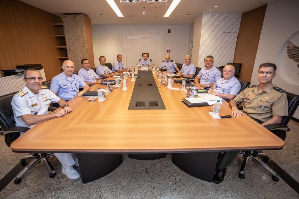 Comandante da Aeronáutica recebe os Chefes substituto e substituído do CPOGI