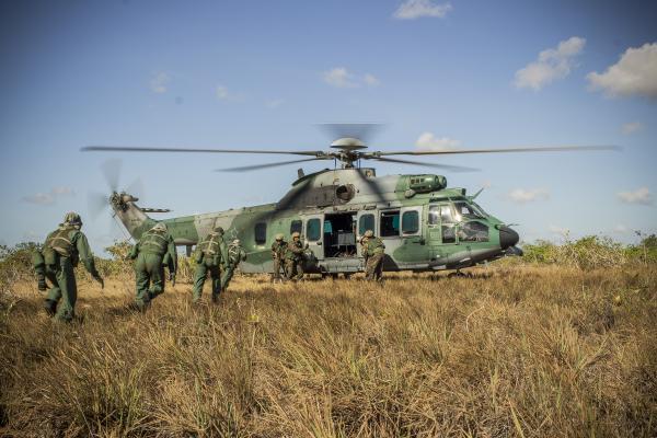 Força Aérea treina futuros pilotos de combate no Exercício Técnico Especializex