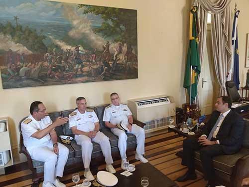 Marinha do Brasil e Governo de Pernambuco se reúnem para tratar de reforço nas ações de combate ao óleo