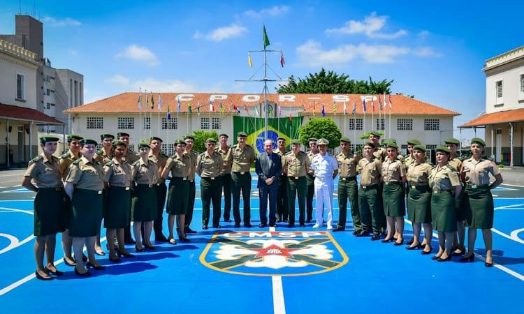 Ministro da Defesa confere instalações do Colégio Militar de São Paulo