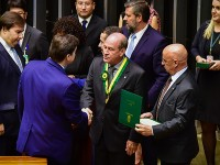 Ministro da Defesa recebe Medalha