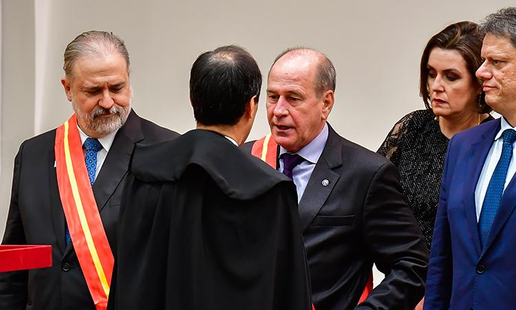 Ministro da Defesa recebe comenda Ordem do Mérito Ministério Público Militar