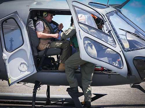 Ministro da Defesa sobrevoa litoral de Pernambuco em aeronave do 1º Esquadrão de Helicópteros de Emprego Geral