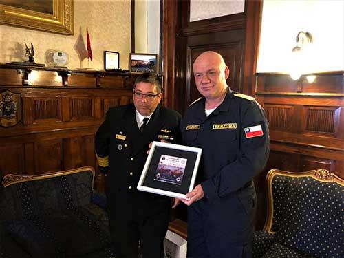 """Navio Polar """"Almirante Maximiano"""" realizada primeira visita ao Porto de Punta Arenas, Chile, durante a 38ª Operação Antártica"""