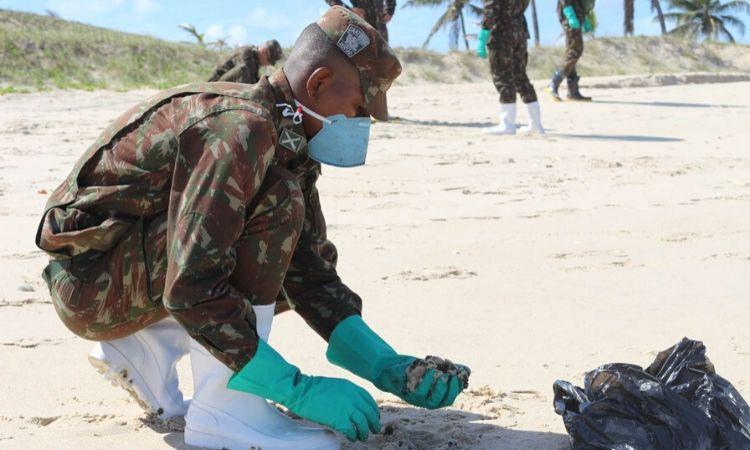 6ª Região Militar atua no combate às manchas de óleo no litoral da Bahia