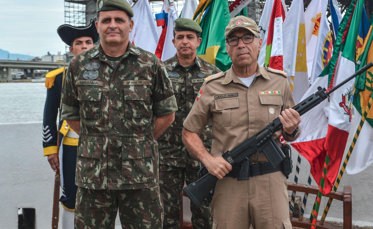 14ª Brigada de Infantaria Motorizada colabora com segurança pública catarinense, doando fuzis à Polícia Militar
