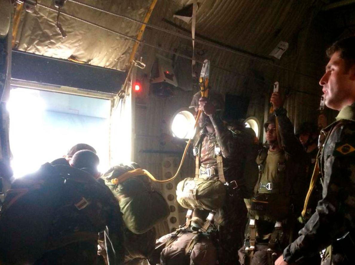 """Paraquedistas se preparam para o """"Culminating"""", Exercício Combinado com o Exército dos Estados Unidos"""