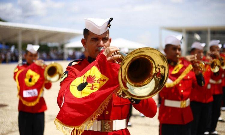 Alunos do PROFESP participam de solenidade de troca da Bandeira Nacional