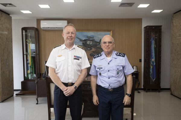 Comandante da Força Aérea da Suécia visita sede do Comando da Aeronáutica