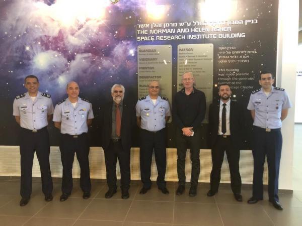 Comitiva da FAB visita Instituto de Pesquisa Espacial em Israel