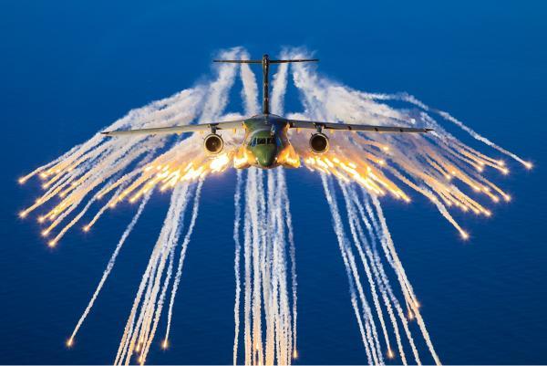 KC-390 Millennium realiza ensaio inédito de lançamento de chaff e flare