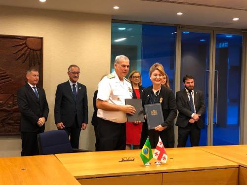 Marinha celebra acordos de cooperação em Londres